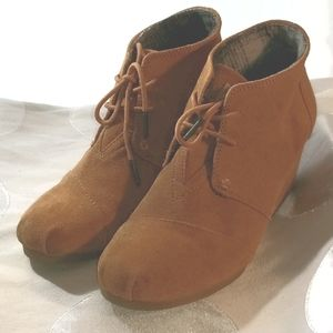 Toms Caramel Suede Wedge Ankle Boots VG US 9